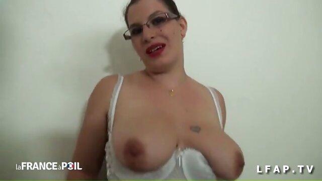 Chery se masturba madre y hija follando caliente